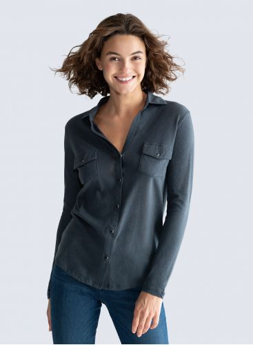 V-neck Shirt with snap buttons