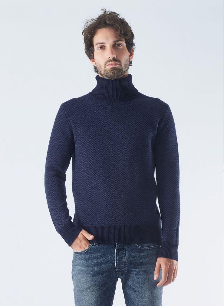 Round neck herringbone sweater